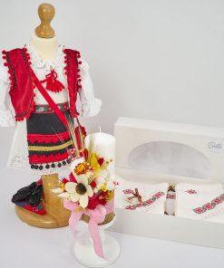 trusou botez traditional cu ie, fota, batic, opinci, lumanare florala si trusou biserica