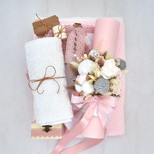 trusou botez cu lumanare roz si paturica tricotata