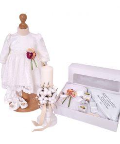 trusou botez complet fetita alb, cu rochita din dantela, trusou biserica si lumanare flori bumbac
